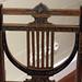 Dossier de chaise en forme de lyre
