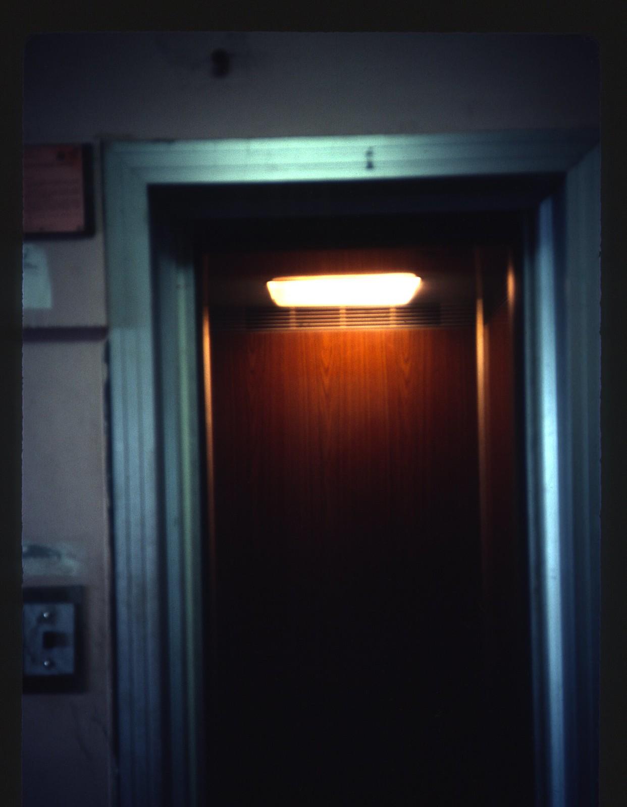 Марьино, 2Б. 16 этаж, вход в вестибюль, малый лифт