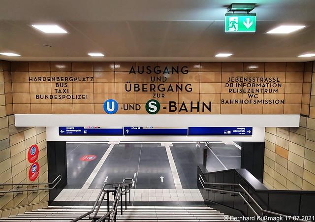 Europa, Deutschland, Berlin, Charlottenburg-Wilmersdorf, Charlottenburg, S-Bahnhof Zoologischer Garten
