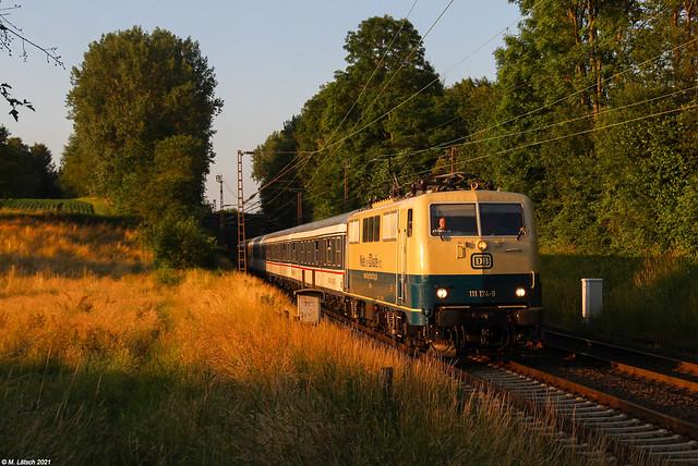 DB 111 174 mit dem RB48-Ersatzzug am 02.07.2021 in Haan-Elp
