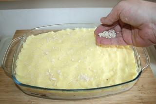 22 - Dredge with breadcrumbs / Mit Semmelbröseln bestreuen