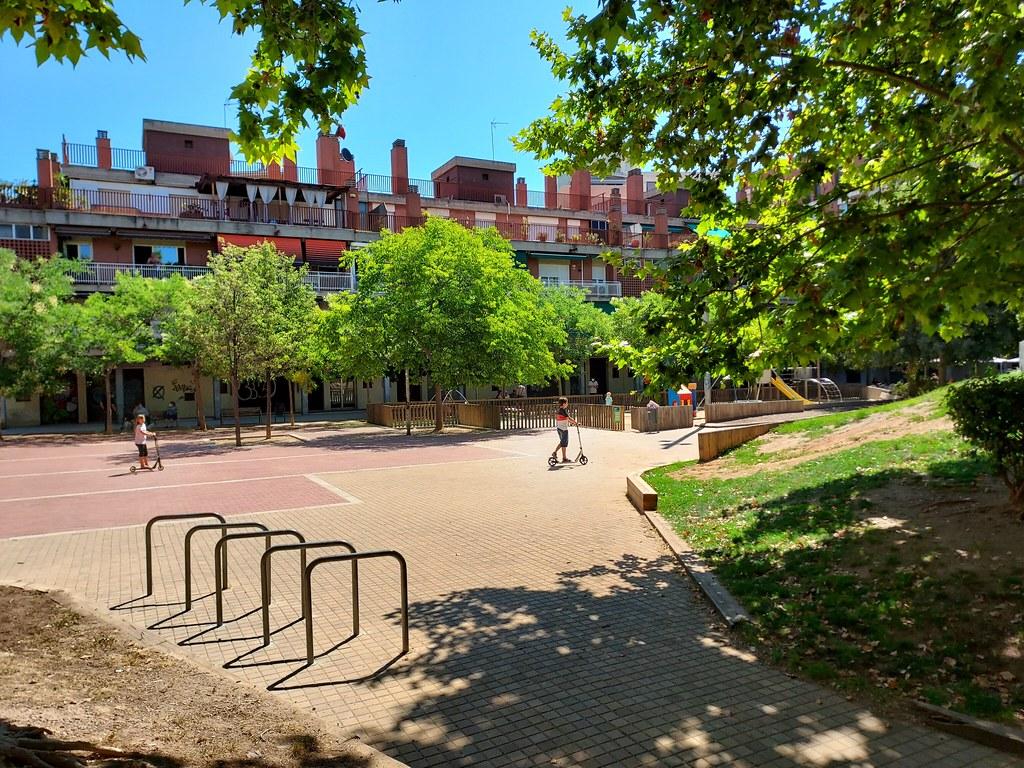 Vistes de la Plaça de Mestre Planes , Eixample de Sabadell, Sabadell Sud. views of  Mestre Planes Square, South Sabadell city, Catalunya, Catalonia.