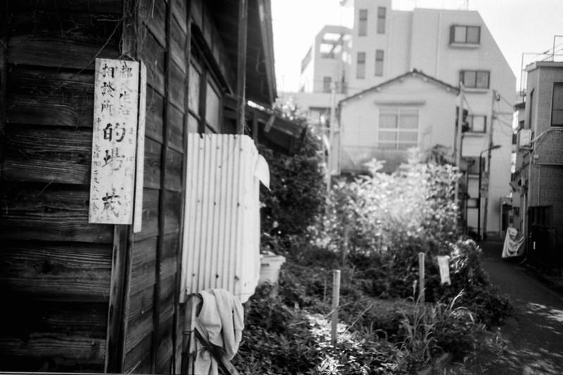 14 20210718LOMO LC A++Fujifilm ACROS100東池袋五丁目富士山広場前的場亭