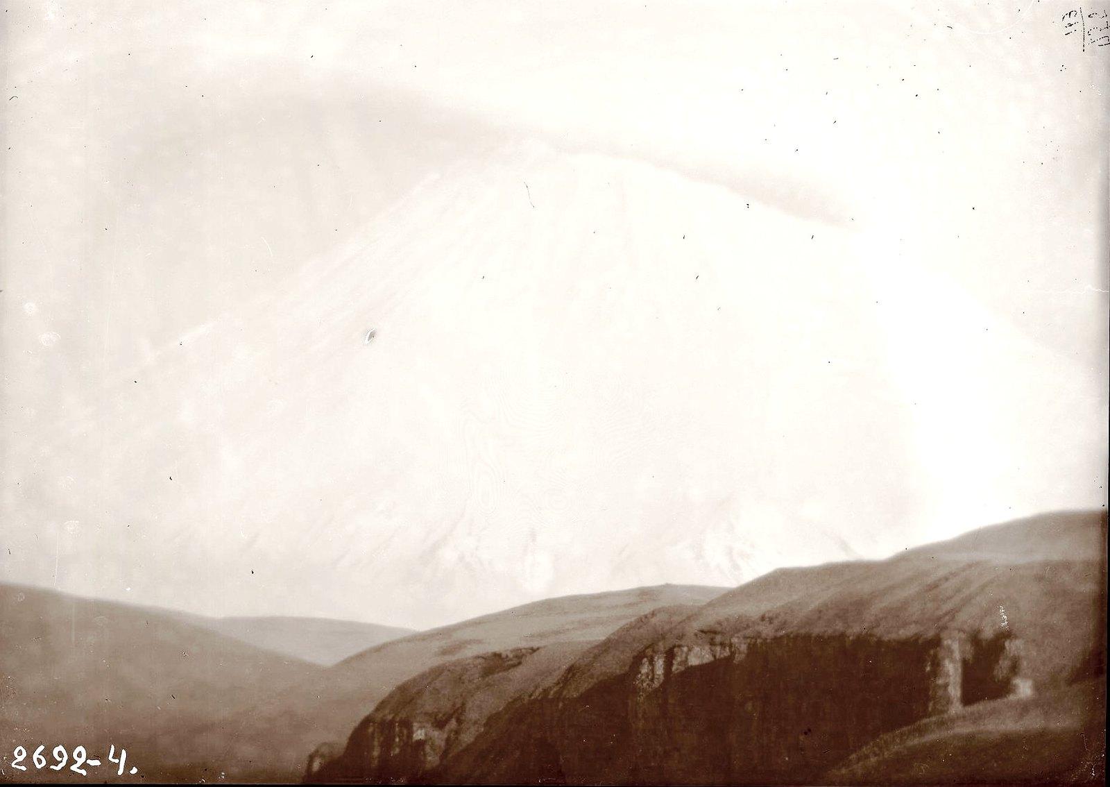 1909. Гора, покрытая снегом. Алеутские острова, Умнак остров, с. Никольское. 19 октября