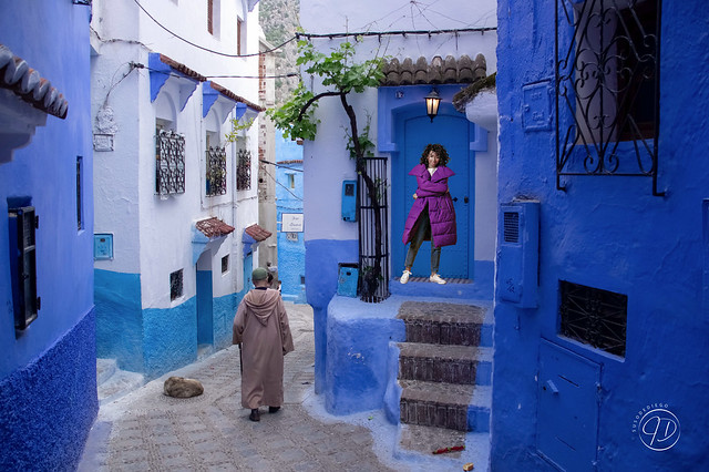 morocco-local-man-traditionag-street-chefchaouen