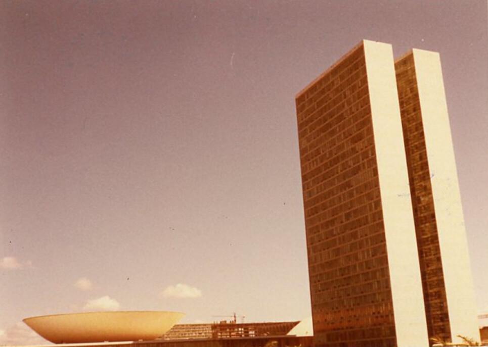 BRASILA  LA VILLE NOUVELLE OSCAR NIEMEYER LUCI COSTA architecte 1972 couleur 70s beauty