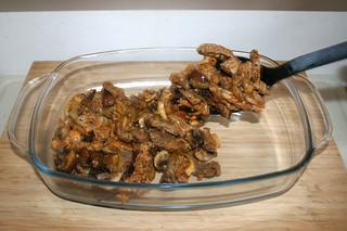 17 - Put gyro in casserole / Gyros in Auflaufform geben