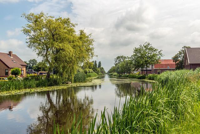 Dutch river Graafstroom near the village Bleskensgraaf