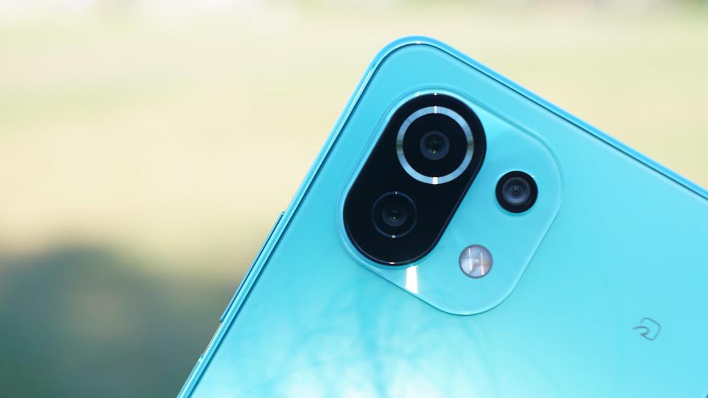 鮮やかに盛れるトリプルカメラ