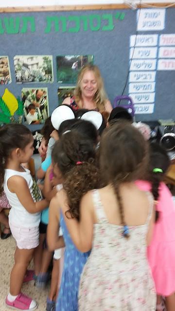 הפעלות פעילויות בגנים אורלי בינדר מלחינה מוזיקה טקסטים  מוזיקאית  שירי הפעלה  לילדים ריתמיקה  יוצרת  שירים ילדים