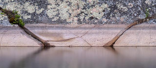 Layer and lichen, Killarney Provincial Park