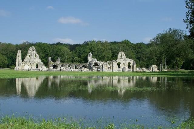 Les ruines de l'abbaye inondées
