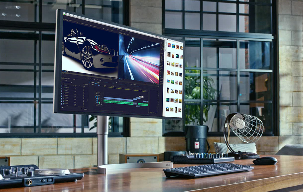 2C LG UltraWide Monitor (1)