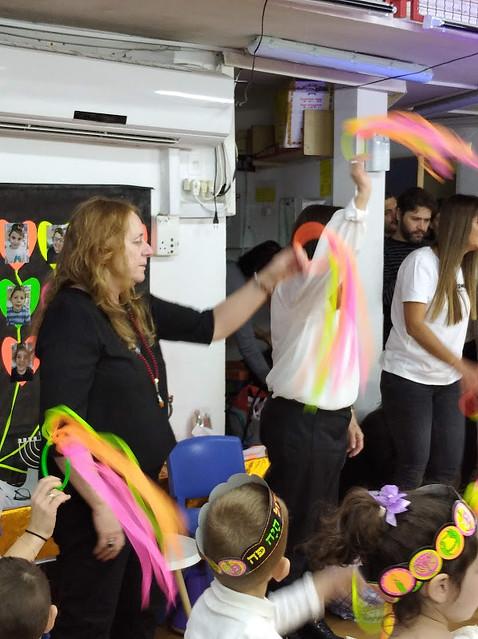 היוצרות האמניות הישראליות אורלי בינדר מלחינה מוזיקה טקסטים  מוזיקאית  שירי הפעלה  לילדים ריתמיקה  יוצרת  שירים ילדים