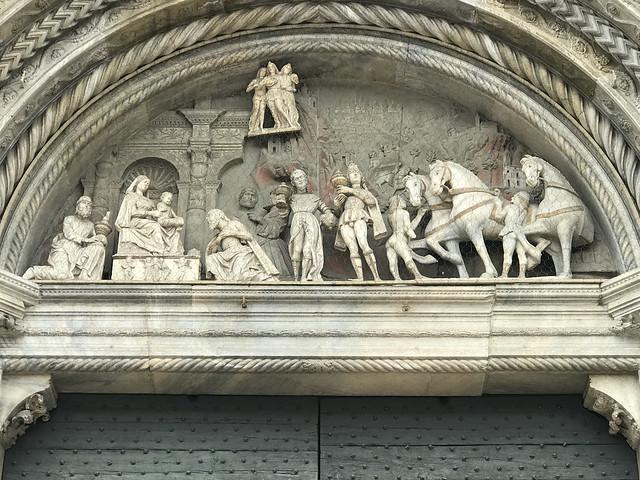 Como : Cathedral -Facade- Central Door - Adoration of The Magi - By Rodari ( Enlarge )