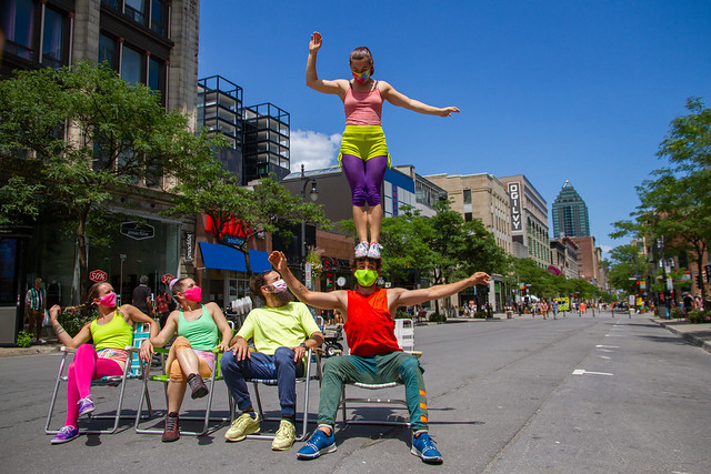 Flip Fabrique dans les rues de Montréal