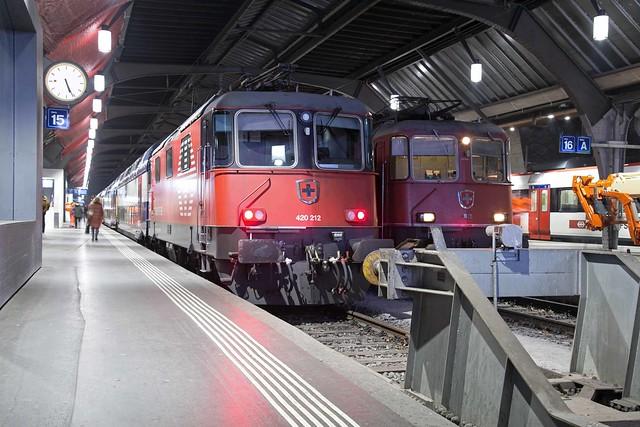 SBB Re 4/4 420 212 + 420 125 Zürich Hbf