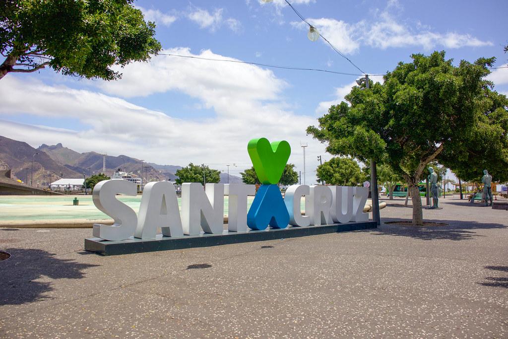 Letras de Santa Cruz en la Plaza de España