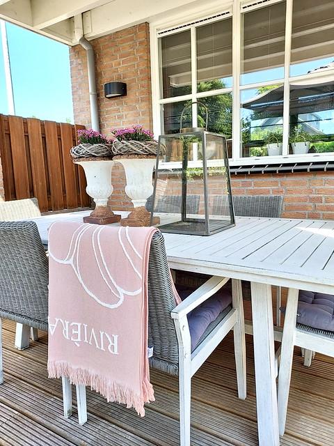 Riviera Maison beach towel roze Franse vazen tuintafel grote lantaarn landelijke tuinset