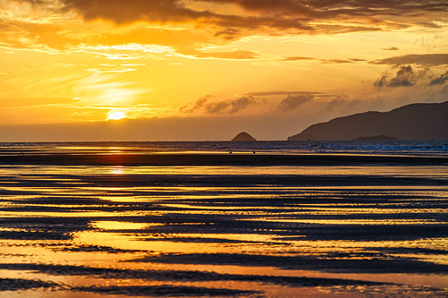 <p>.... another Waikanae Beach sunset during the golden hour, with a hint of blue evident in Kapiti Island's silhouette</p>