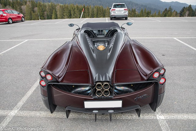 Red Carbon Huayra Roadster
