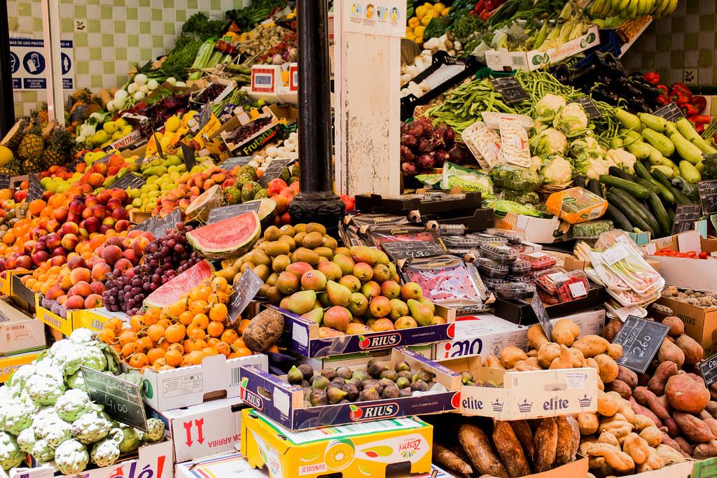 Puesto de fruta en el mercado de Nuestra Señora de Africa