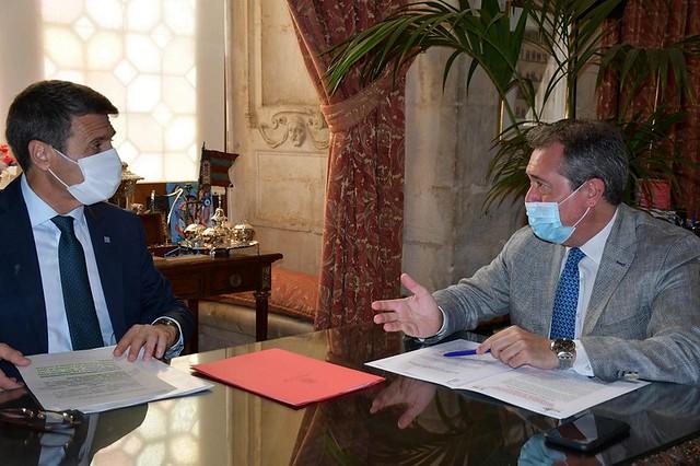 Foto reunión alcalde-delegado Gobierno
