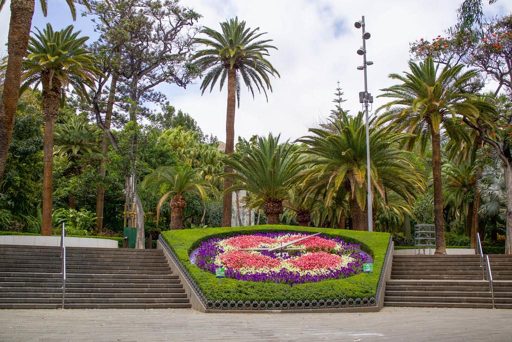 Reloj de flores en el parque García Sanabria