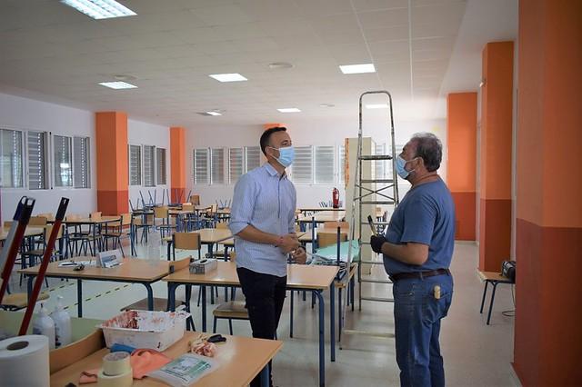 Delegado de Educación supervisa la puesta a punto de centros educativos - Los Palacios y Villafranca