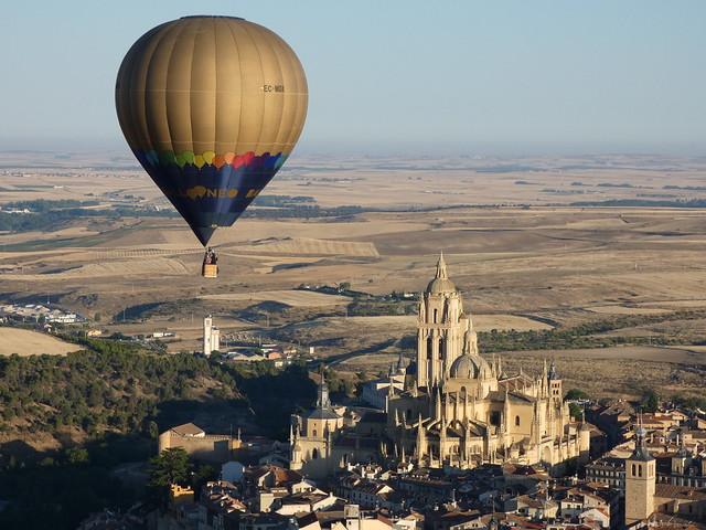 Globo volando en Segovia