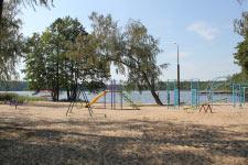 Территория Санатория Берестье летом - горки, качели на пляже