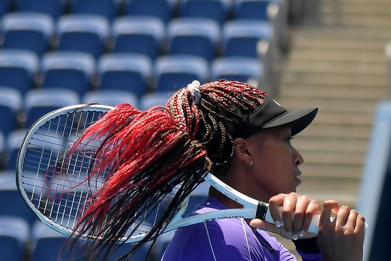 大坂直美20日在有明網球森林公園練球。【AFP授權】