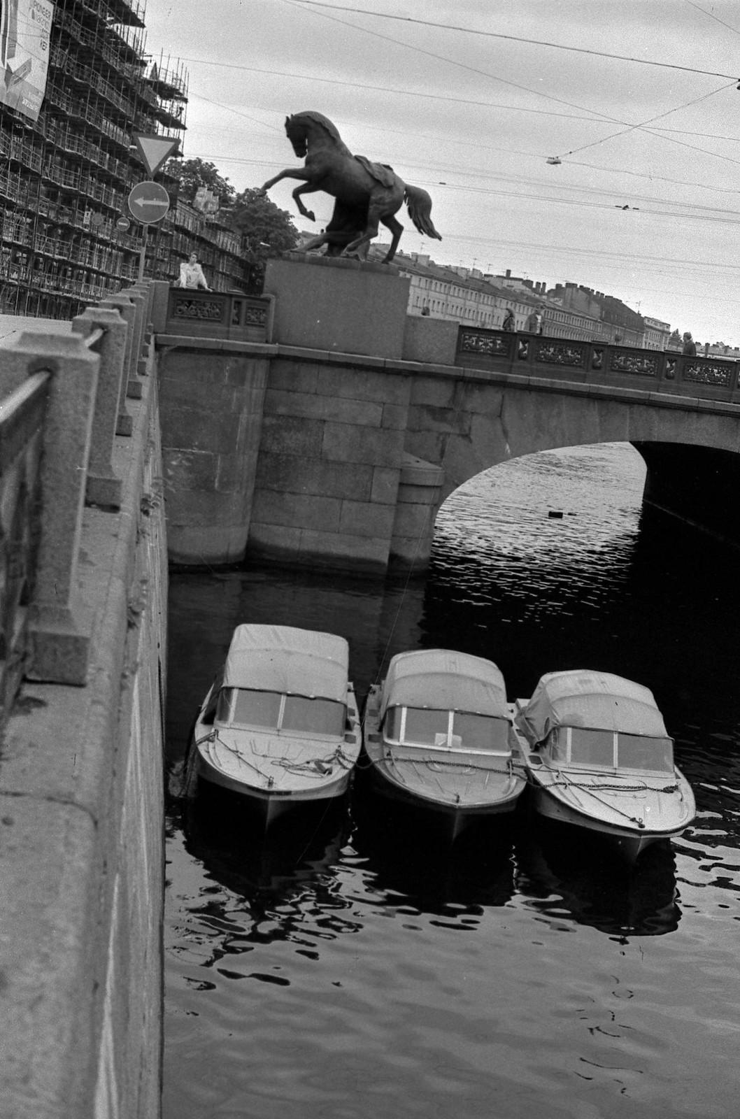 1989. Аничков мост