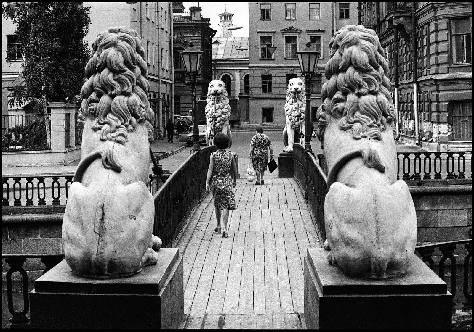 1972. Банковский мостик. Львы и тети. Вид сзади