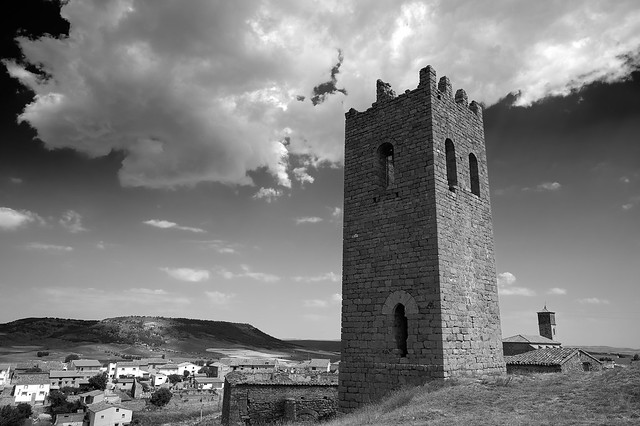 En Ababuj hay dos torres... (B&W version)
