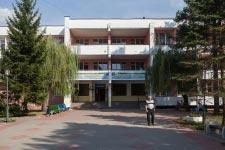 Территория Санатория Берестье летом - главный вход