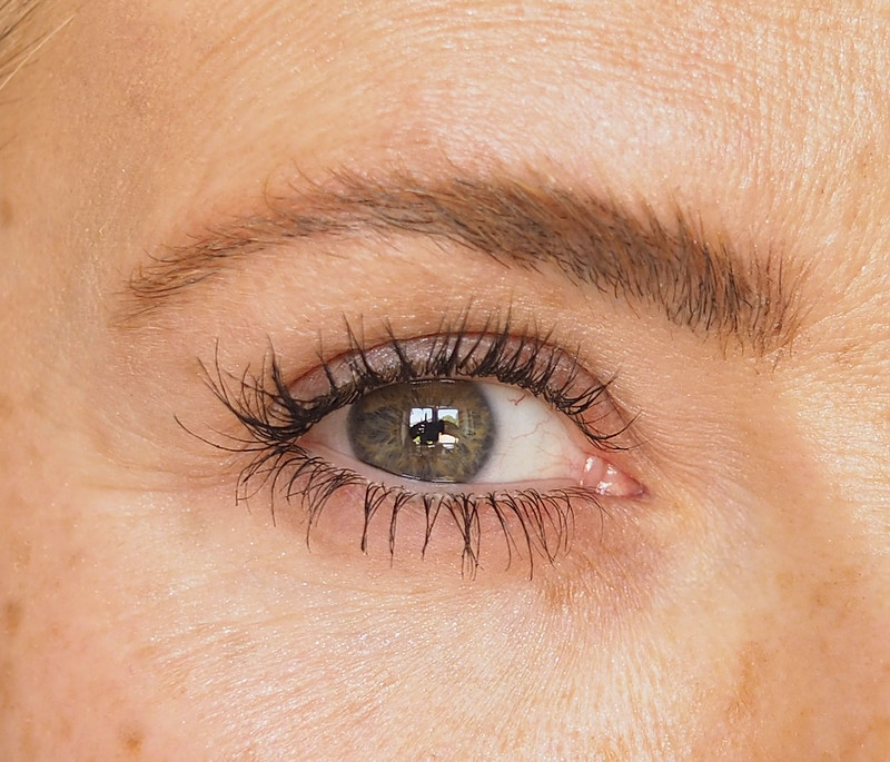 Revitalash review: How to Get Long Eyelashes Naturally, Before and After