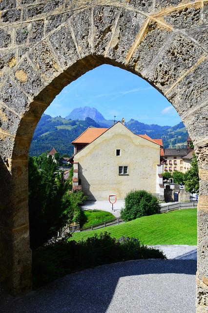 Gruyères und der Moléson im Hintergrund