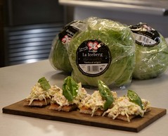 Propuesta gastronómica: Tostadas de ensaladilla alemana con lechuga iceberg