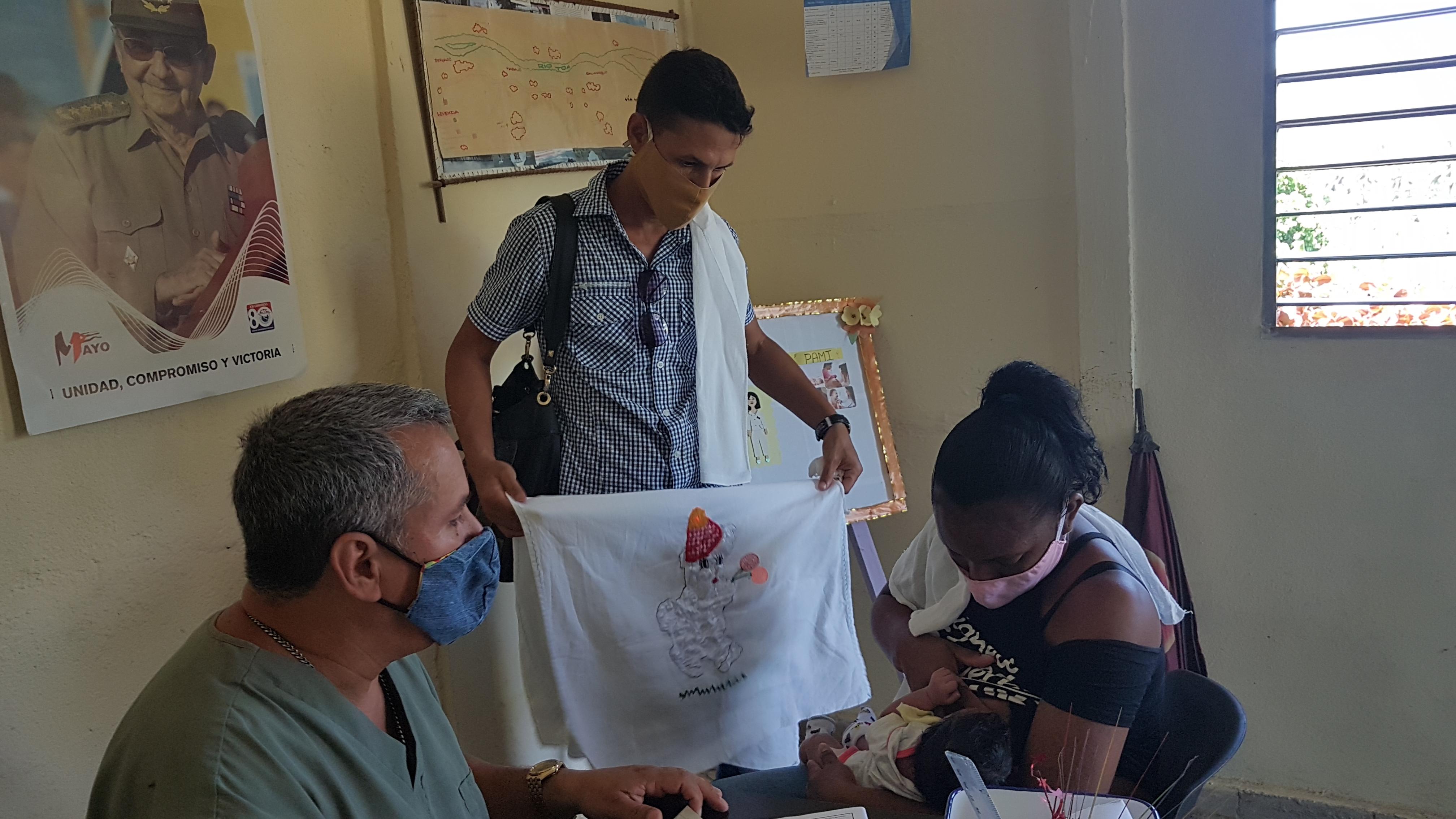 Pediatra baracoense en consulta Foto: Arelis Alba