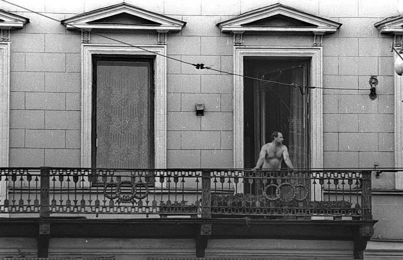 1976. Человек на балконе