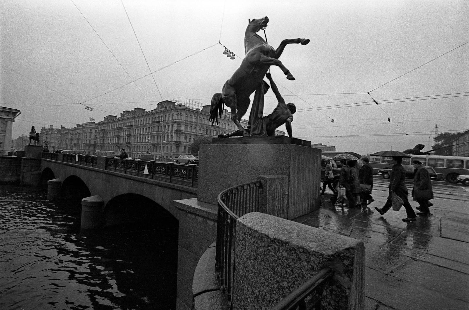 1977.  Аничков мост