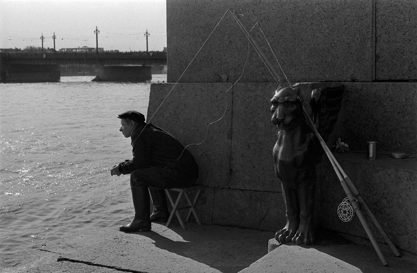 1965. Рыбак на Неве