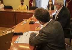 El alcalde Juan Carlos Abascal y el presidente de UNICEF País Vasco, Isidro Elezgarai, han firmado el convenio de colaboración.