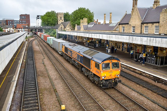 66726 passes through Lincoln with 4L28