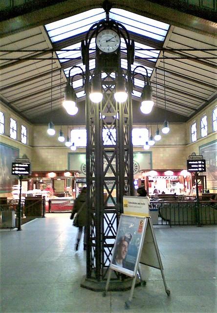 1911/13 Berlin Leuchte mit Uhr im U-Bahnhof Wittenbergplatz U1/U2/U3 von Alfred Grenander in 10789 Schöneberg