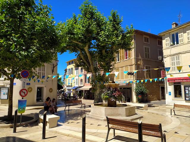 264 - Marseille en Juin 2021 - Cassis, la Fontaine avenue Victor Hugo