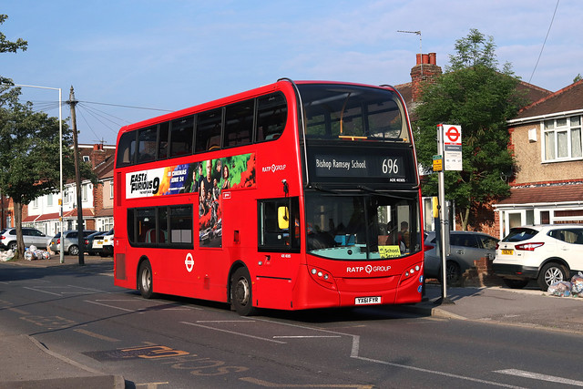 Route 696, London United, ADE40305, YX61FYR