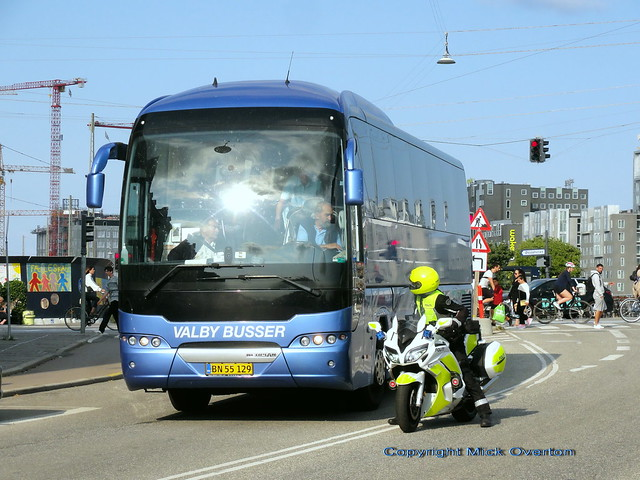 Neoplan BN55129 - its exceptional to see a vehicle pulled over like this by Copenhagen traffic Police - hopefully just a brake light has failed !