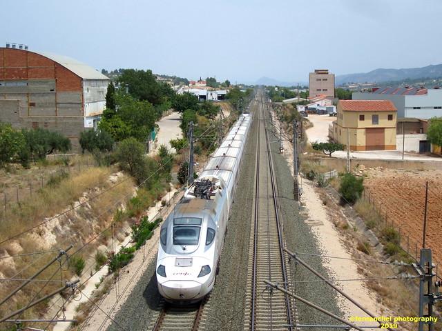 Renfe Alvia S130 a su paso por MOIXENT (Valencia)